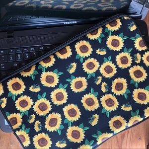 Handbags - NWT Neoprene Laptop Sleeve Sunflowers